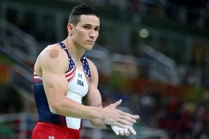 آثار الحجامة على أجساد الامريكيين في أولمبياد ريو Rio Olympics (3)