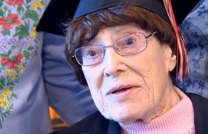 أمريكية تنهي الدراسة الثانوية على عمر 103 سنة