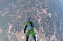 أول رجل يقفز على ارتفاع 7 كيلومتر دون مظلة (فيديو) Jumping