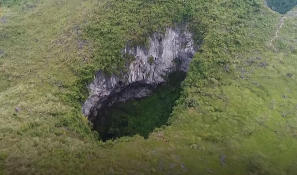 اكتشاف كهف ضخم لم تطأه قدم الإنسان