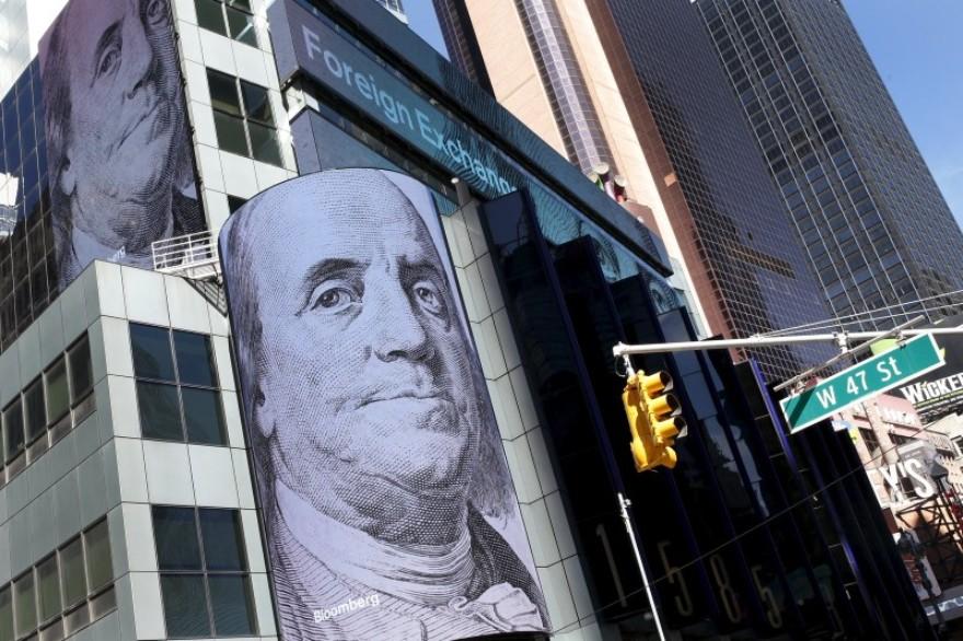 فوركس – توقعات رفع الفائدة تدفع الدولار لاعلى سعر له