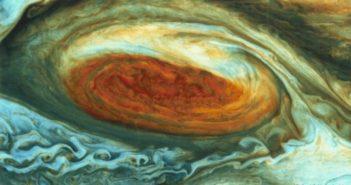 السر وراء البقعة الحمراء في المشتري ! Jupiter