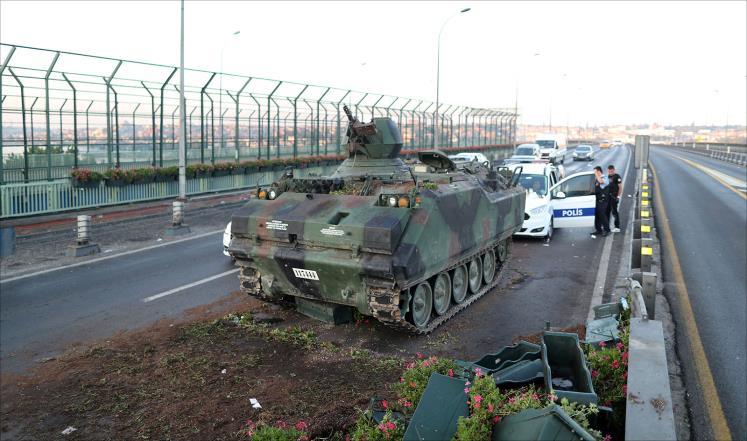 السلطات التركية تعلن فشل الانقلاب وتعتقل مئات العسكريين