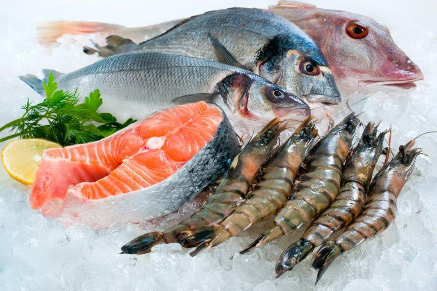 هذا ما يفعله أكل السمك النيئ  فى جسم الانسان!
