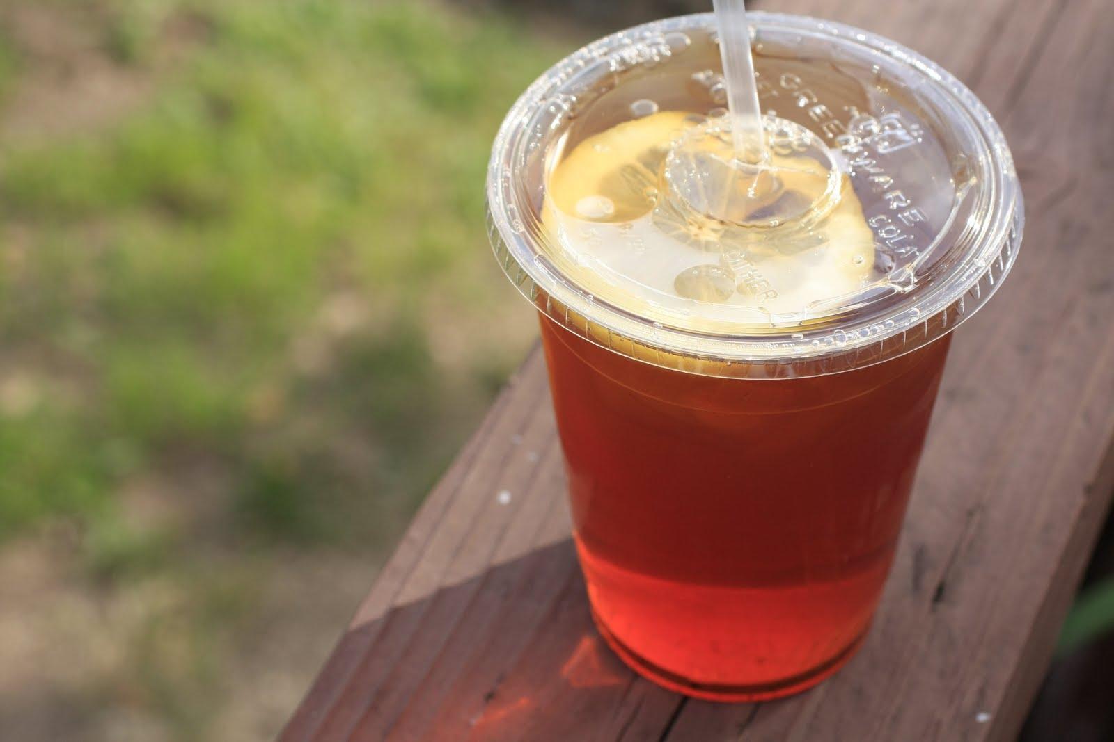 ما السر وراء تغير طعم الشاي في الأكواب البلاستيكيّة؟