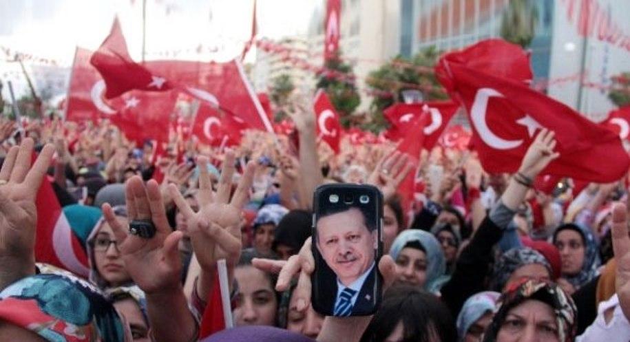 الشعب التركي يرفض الإنقلاب ويخرج بالملايين للشوارع