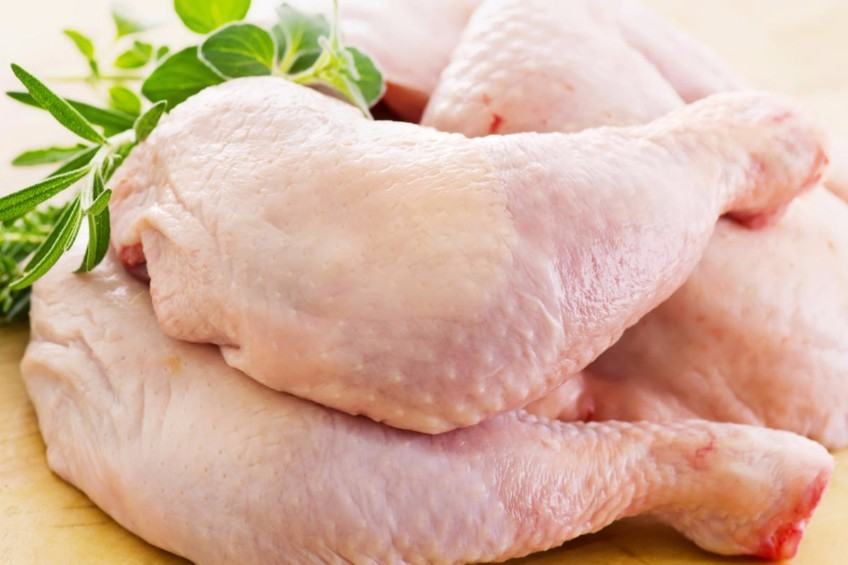 الطريقة الصحية لإذابة الثلج عن الدجاج المجمد؟