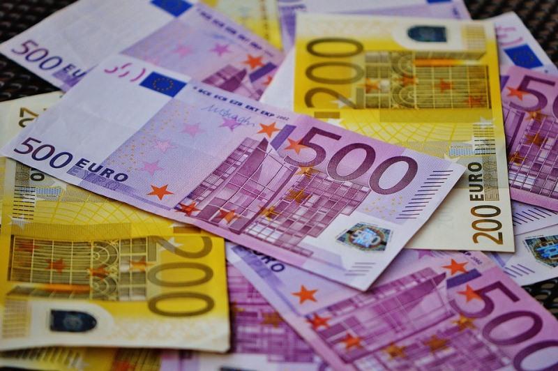 مخاطر صحية في استخدام العملات الورقية