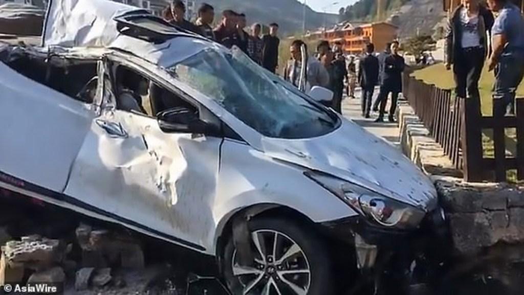 امرأة طارت في الهواء بعد حادث سيارة!