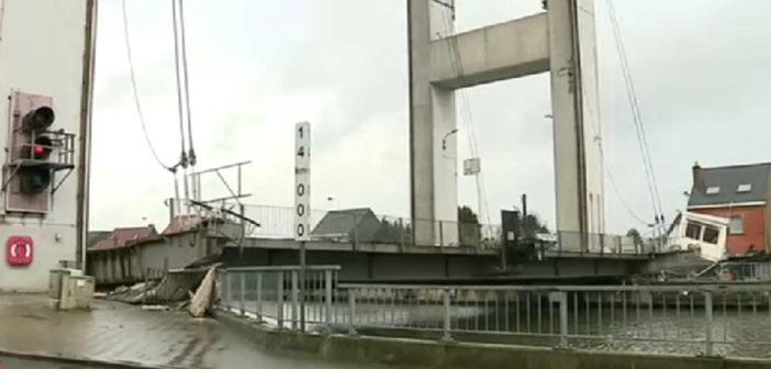 بالفيديو انهيار جسر ضخم يشل جزئيا حركة المرور بالعاصمة بروكسل