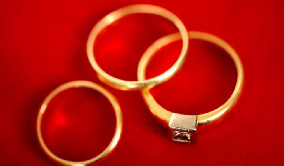 خاتم زواج قديم يحل لغزاً من الحرب العالمية الثانية