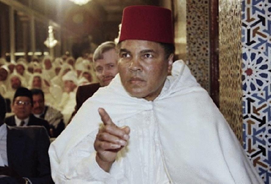 رد محمد علي كلاي على مرشح الرئاسة الأمريكية الذي أساء للمسلمين
