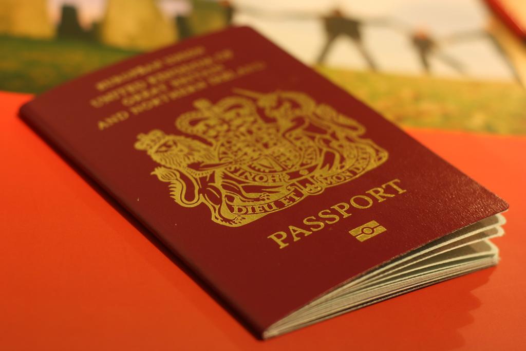 سافرت بجواز سفر زوجها بدون أن يُكتشف أمرها