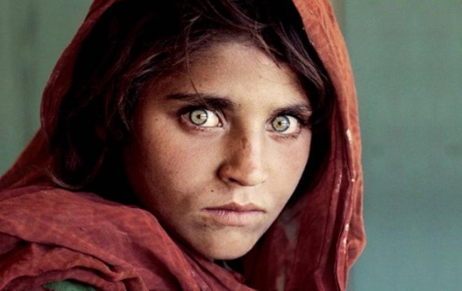 سجن أشهر فتاة ظهرت على مجلة ناشيونال جيوغرافيك لسبب غير متوقع
