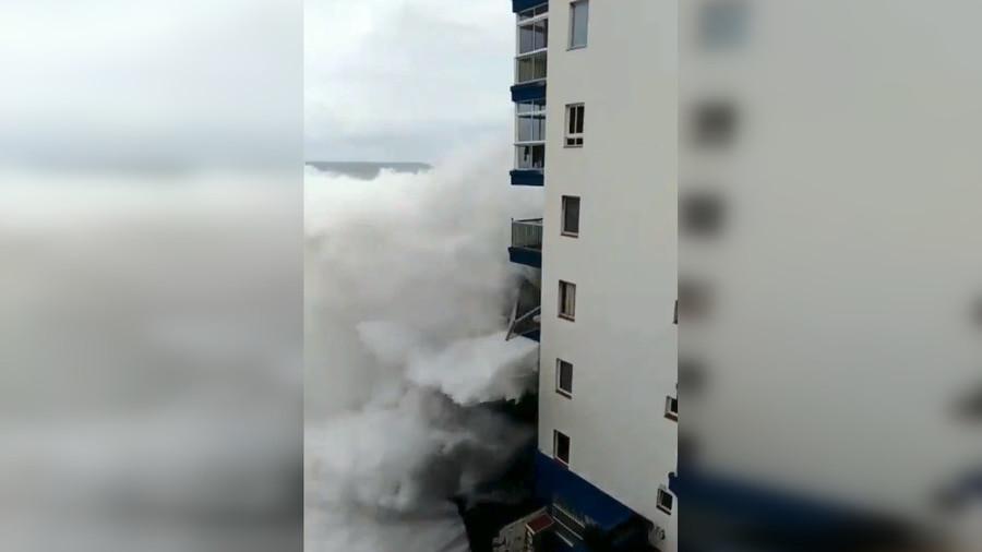 شرفات مبنى تدمر في لحظات!