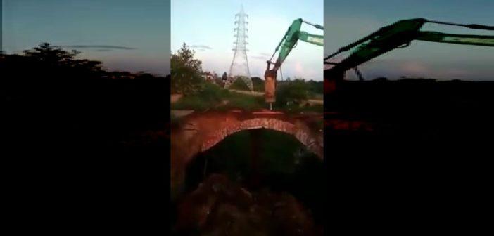 بالفديو: عملية هدم جسر تنتهي بكارثة!