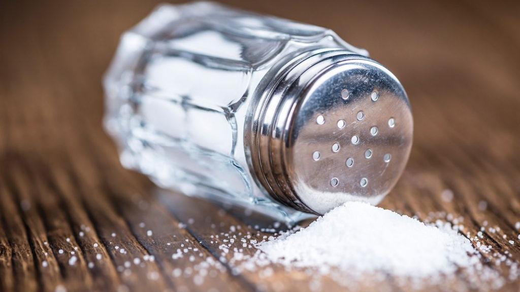 ما حقيقة أضرار الملح على صحّة الإنسان؟