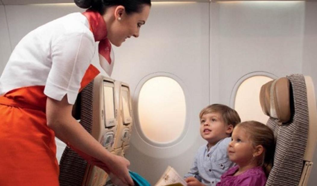 ما يمكنك طلبه مجانا أثناء السفر بالطائرة travel by plane
