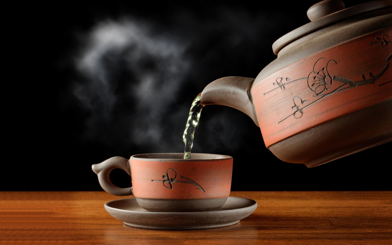 مخاطر شرب الشاي الساخن!