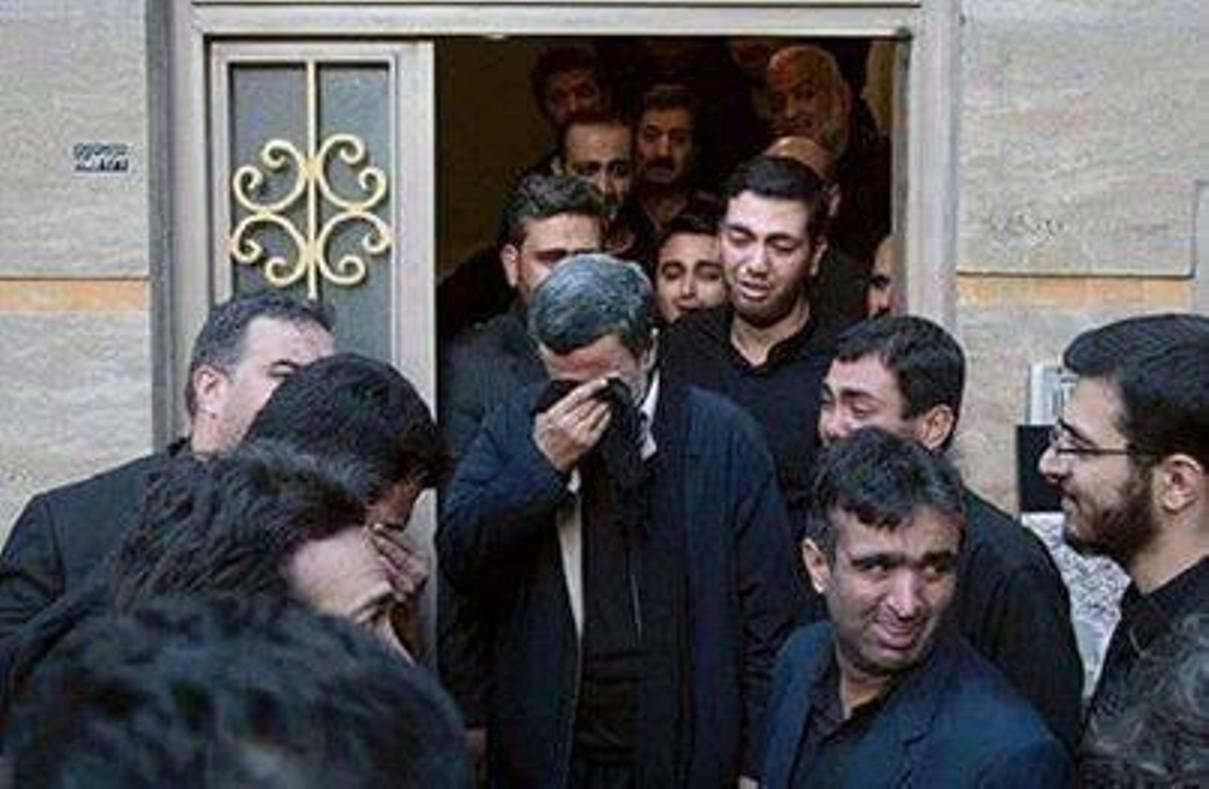 صور لأحمدي نجاد يبكي على صديقه المقتول في سوريا