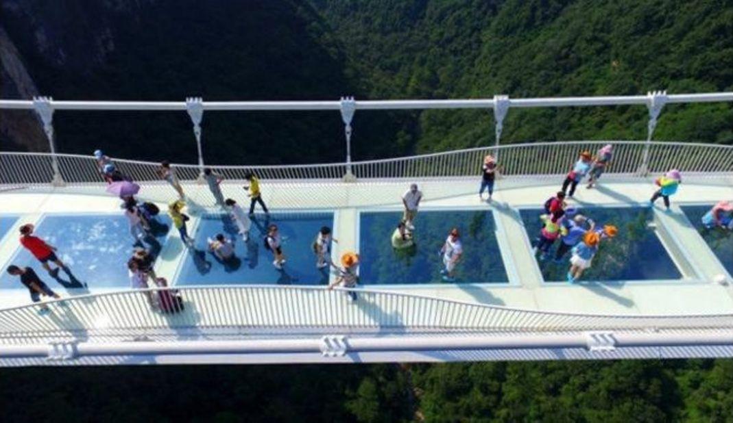هذه هي أسباب إغلاق الجسر الزجاجي الصيني China
