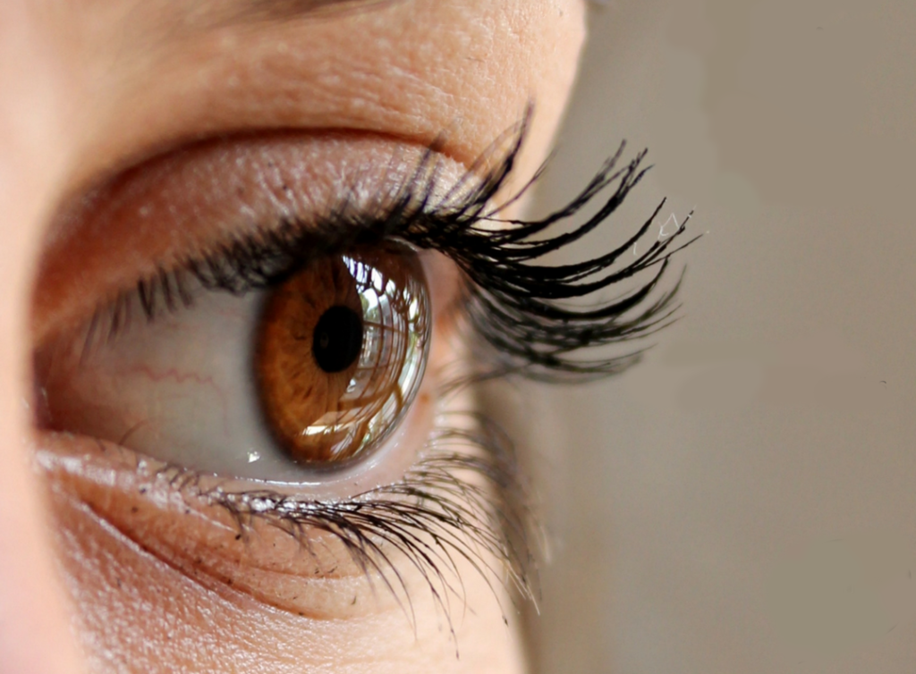 هل تعلم لماذا نرمّش أعيننا؟