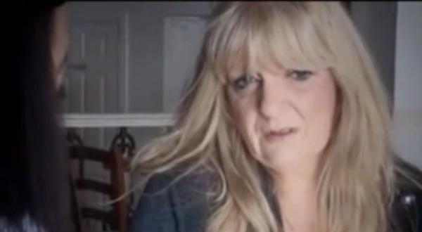 """الفيديو: بعد نوبة صداع نصفي سيدة بريطانية  تتحدث بـ""""الصيني"""""""