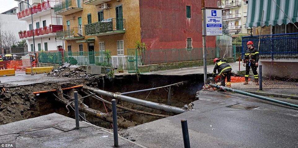 حفرة-في-نابولي