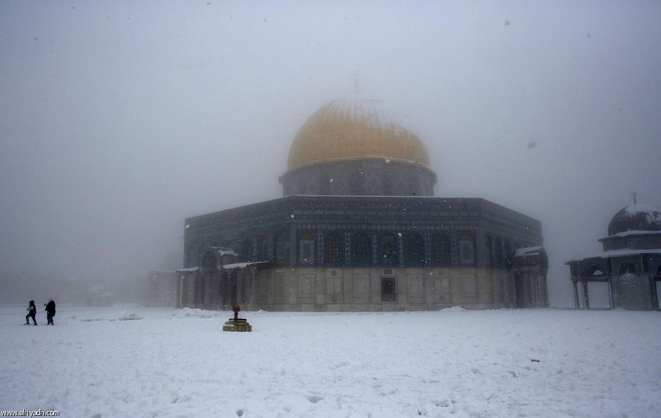صور : القدس الشريف بحلة بيضاء