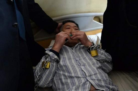 2-رجل-يرفض-مفارقة-سريره-في-المستشفى-لمدة-3-سنوات