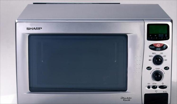 هل تسخين الطعام في المايكروويف ضار؟