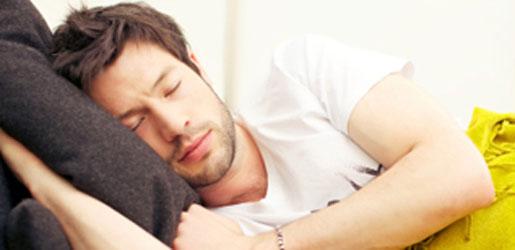 دراسة تبين الحكمة في النوم على الجانب الأيمن